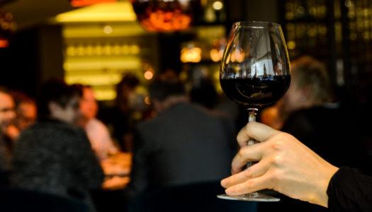 Bere vino a Venezia, tra ombre e misteri da bacari