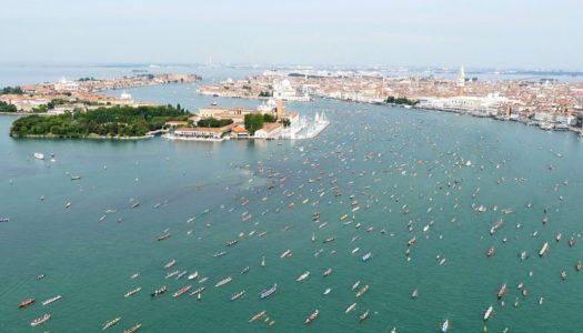 Vogalonga: la festa del remo veneziana contro il moto ondoso
