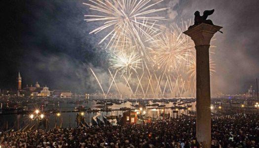 """Festa in barca, """"bovoeti"""" e fuochi d'artificio: così il Redentore di Venezia esorcizza la peste del '500"""